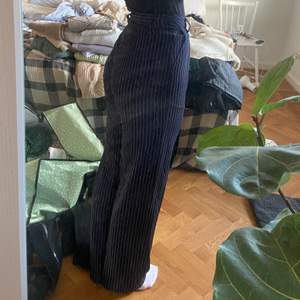 Mörkblå kostymbyxor