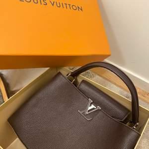 Helt oanvänd Lv väska som jag fått i present och vill bli av med! Superstor box finns med!                    Med box: 2500 utan box: 2200