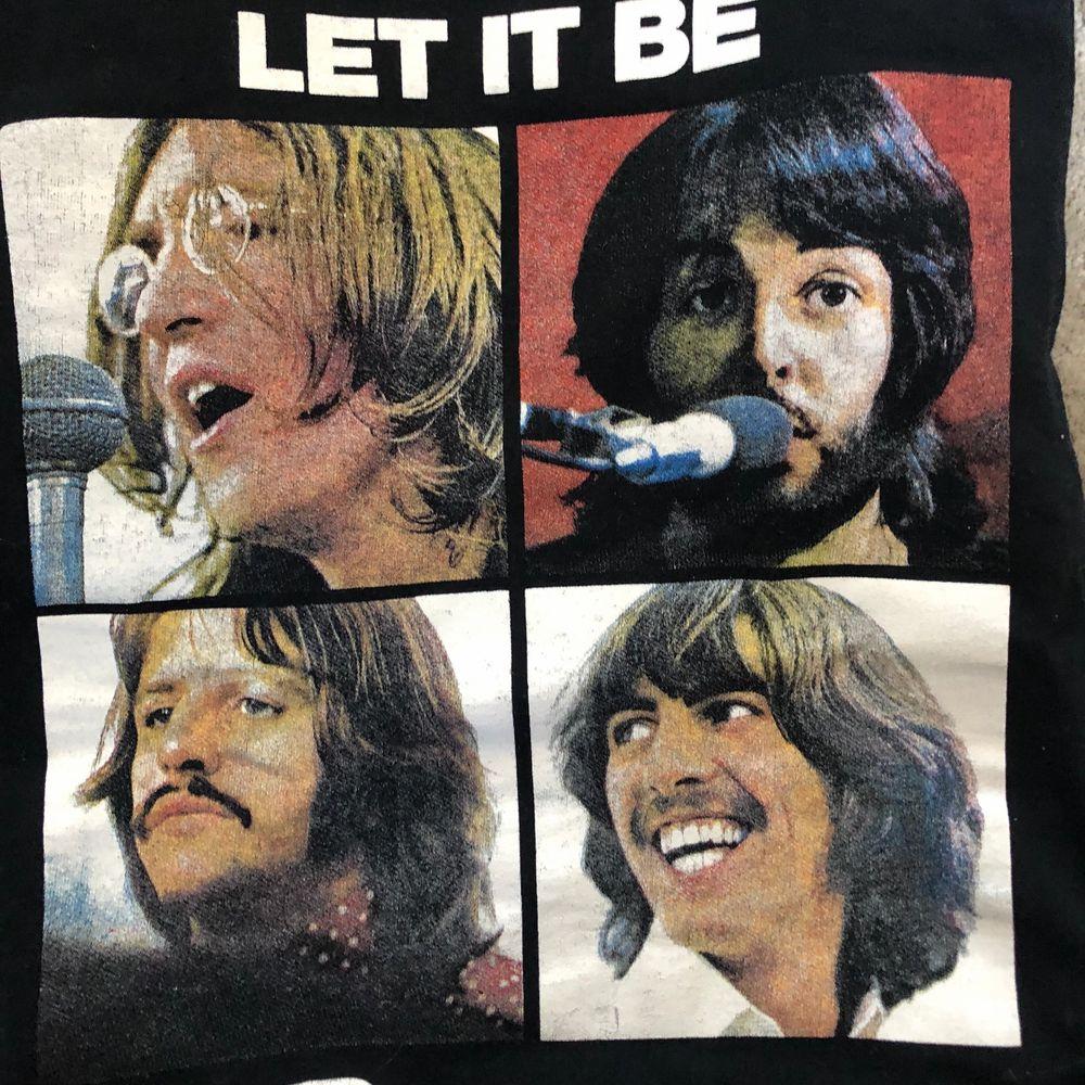 The Beatles T-shirt sitter snyggt på en s. T-shirts.