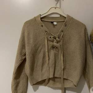 Beige/grå tröja perfekt till en kall vår dag 💕