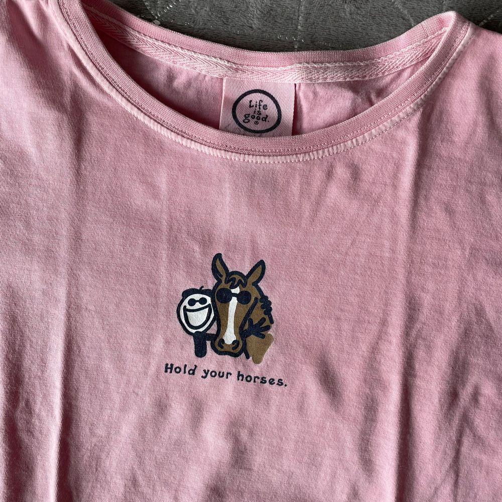 Jättefin T-shirt från Life is Good. Väldigt bra kvalitet. . T-shirts.