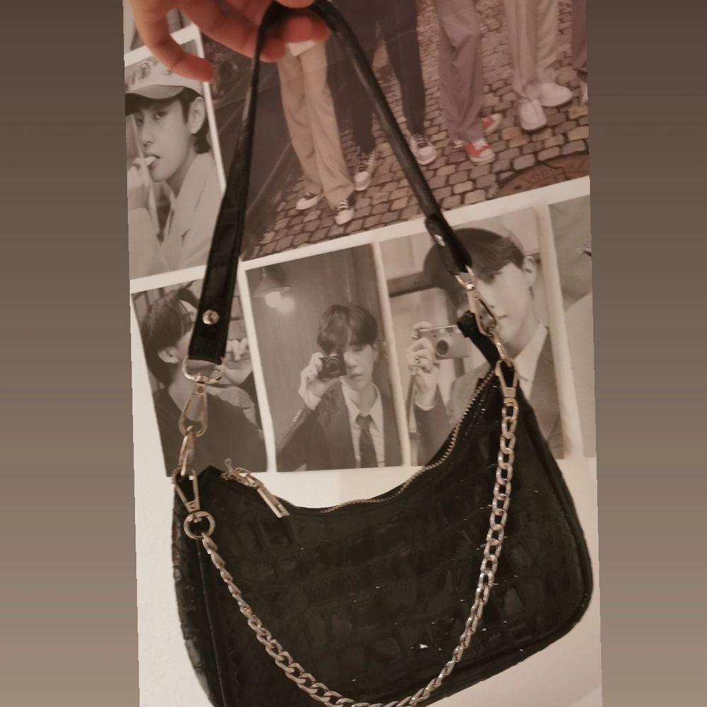 En jätte fin väska ifrån shein. Då den aldrig kommer mig i stilen tuvär:( men vid frågor eller funderingar så är det bara att skriva 💞 💞 . Väskor.