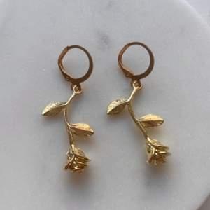 Gör handgjorda örhängen & nyckelringar ✨🌹                      Om du köper två smycken så blir de gratis frakt