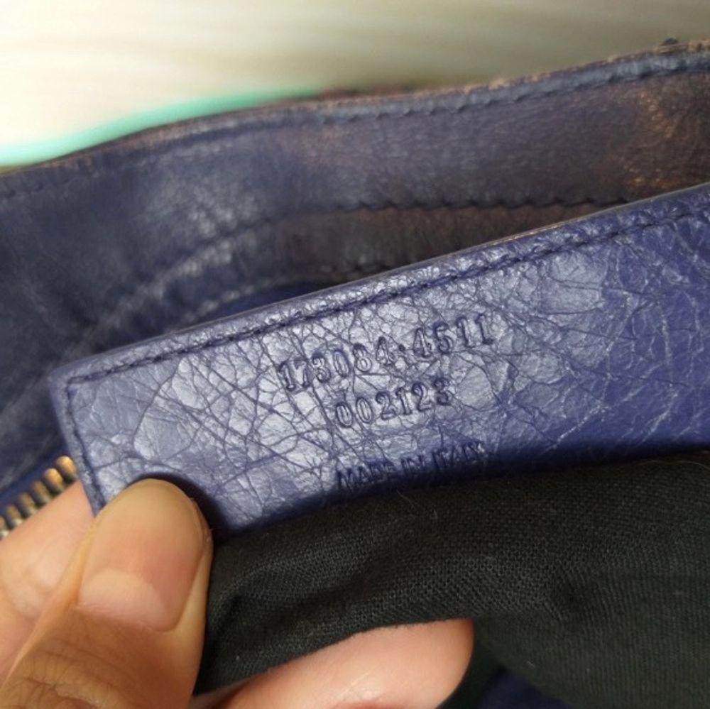 """Såå fin kornblå balenciaga väska, färger är mer """"lysande"""" irl! Perfekta storleken för jobb el skola då du bla får plats med dator!! Äkthetsbevis finns i form av mejl. Skav på sidorna finns!. Väskor."""