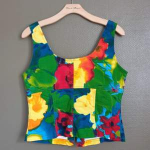 Bustier in Cotton Jean material with a zipper in the front, in very good condition. Brand: Lea Kanth,  Fits M-L, size 40-42