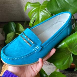 """Supersöta blåa """"ballerina"""" skor jag köpt secondhand, men tyvärr var dem lite för stora. Dem är i storlek 39 men lite stora i storleken så passar nog 40 också. Frakt tillkommer!"""