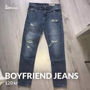 riktigt fina boyfriend jeans i storlek 36 som knappt är använda. passar xs-s.