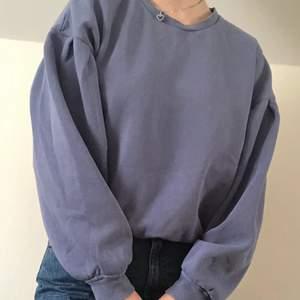 Fin tröja i blå från h&m. Bra skick!