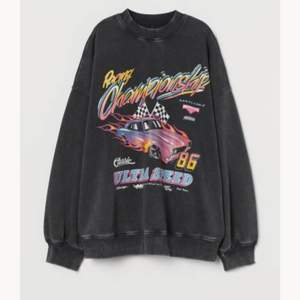 Söker denna tröjan från hm🥰 så billigt som möjligt🥰 i strl S /xs