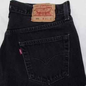 Funderar på att sälja dessa Levi's jeans i toppskick! Står att det är strl 29 men passar ganska tight på mig som är strl 27/28!(Jag är 170 cm btw)