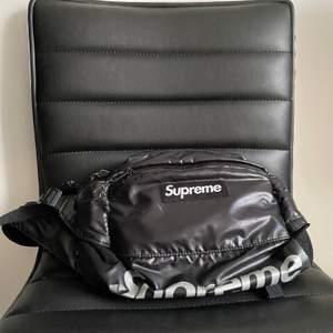 Supreme väska. Buda privat. cond: 8/10  mer bilder och frågor tas privat.