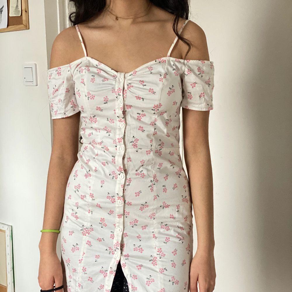 Kort klänning som passar till xs-s. Klänningar.
