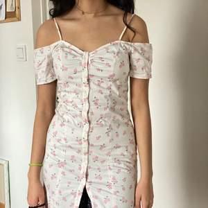 Kort klänning som passar till xs-s