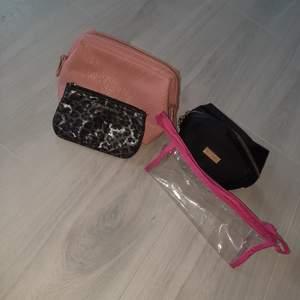 4 necessärer i som nyskick för 50kr tillsammans eller 15-20 kr för 1❤ Den leomönstrade/glittriga är från victoria secret, den rosa från Hm, den svarta från isadora och den genomskinliga vet jag inte.