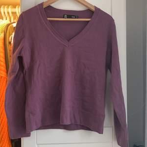 """Lila en super fin """"pullover"""" tröja"""