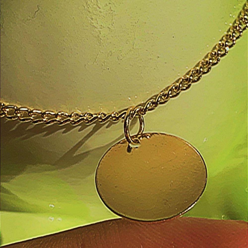Halsbandet är inte så kort som den ser ut på bilden🙈 för mer information skriv dm. Accessoarer.