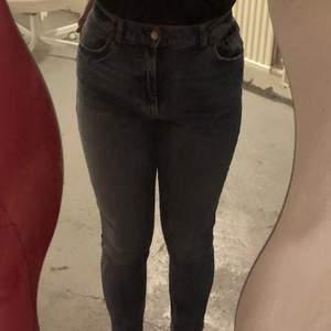 Hela fina fräscha vero Moda jeans, nästan aldrig använda då jag total hatar att ha på mig jeans