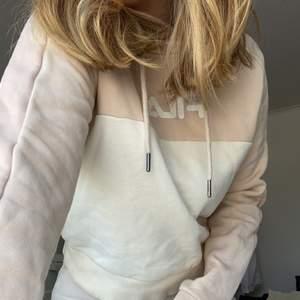 Fila hoodie i storlek S, använd typ 3 gånger. 150kr (+66kr frakt) FÖRST TILL KVARN