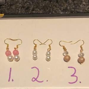 Hemmagjord örhängen. De är nickelfria. Skriv vilket nummer du vill köpa. Sammfraktar Järna. Vid fler frågor  eller bilder skriv privat💖