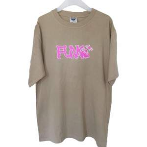 """Drain designed of plugmember"""" FUNKE"""" tee. Color: Beige, Pink Condition: New"""