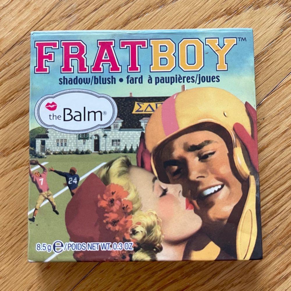 Fratboy blush från The Balm. Inte använd så många gånger, men superrr fin!. Accessoarer.