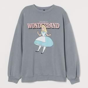 Säljer denna slutsålda tröja från hm. Använd ett fåtal gånger men ser så gott som ny ut. Mjuk inuti och lite oversized för sin storlek