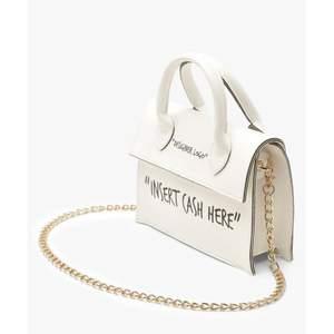 En söt handväska som kan användas med eller utan kedja. Den har endast använts vid 1 tillfälle. Fraktkostnad tillkommer. 💗