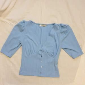 Söt ljusblå tröja från Stradivarius i stl S! Frakt inkl i pris♡