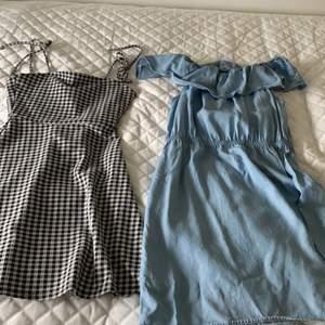 Har haft båda klänningarna ett tag. Båda är från H&M. Den svart-vit-rutiga har jag andvänt ca 2 gånger och är i storlek xs. Min jeansklänning har jag inte andvänt en enda gång dock bara testat. Båda är i superbra skick! Svart-vit-rutig säljs för: 100kr och Jeans klänningen för: 80kr. Båda för :150kr