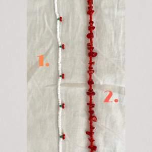 Egengjorda pärlade smycken. Håll smyckena borta från vatten och fukt då det kan leda till missfärgningar. Längd går att önska, standardlängden på ett halsband ligger mellan 40-45 cm. Alla modeller finns att välja som armband och vissa modeller kan skilja sig en aning från bilden.