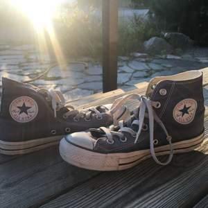 Asnygga blå grå converse i storlek 37/38, passar båda storlekar 💙
