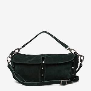 Super fin grön väska från unlimit som jag måste sälja då jag inte blev nöjd med den. Aldrig använd så i topp skick köpt för 759kr på rea.