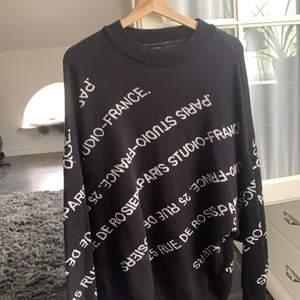Jätte snygg sweatshirt från Gina tricot i storlek M, använd bara ett fåtal gånger