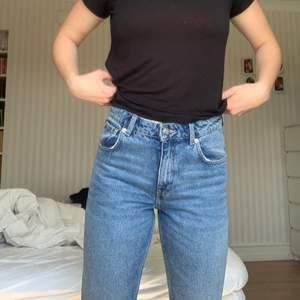 Säljer dessa då de är för korta på mig (är 168cm), jätte fina annars! Frakt tillkommer 🌸