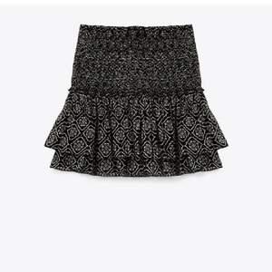 Lägger ut igen på grund av oseriösa säljare. Säljer denna jättefina kjol ifrån Zara! ❤️❤️buda i komentarerna