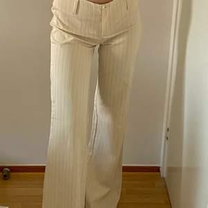 Supersnygga kostym byxor! Jag är 167 cm lång. Skriv för fler bilder! Köpare står för frakten! 💗