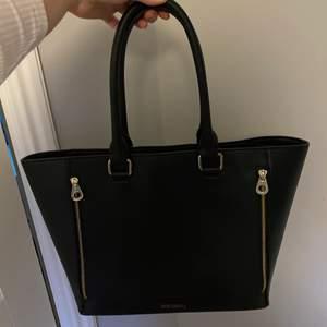 Säljer en väska som inte kommer till användning. Säljs för 50kr+frakt