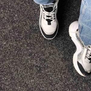 sneakers från nelly endast använda 1 gång