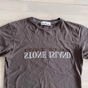 Säljer min Stone tröja, strl. S. Jättebra skick då den är använd max 3 gånger. Säljes för 300kr. Köparen står för frakten.