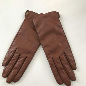 Fina handskar från H&M, säljer de på grund av att de är för små för mig🥰
