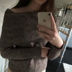 Romantisk stickad tröja från Only i storlek XS. Supermysig!!