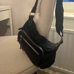 Väska från primark i London. Endast använd 2 gånger.