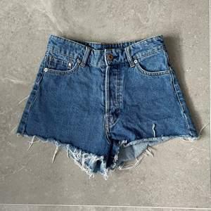 Gulliga jeansshorts från h&m⚡️Passar storlek 34💕Skriv för fler bilder💖