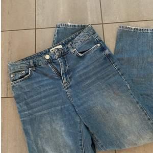 Ett par mom jeans från ginatricot i stl 36❤️ Säljer pga av för små✨