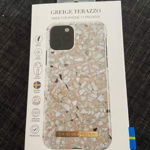 Oanvänt iPhone skal, säljer pga fel storlek. Köparen står för frakten💕