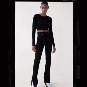 Jeans från Zara, storlek 36. Aldrig använda och prislappen kvar, säljer pga borttappat kvitto (köpte fel storlek). 💖💖 köptes för 359