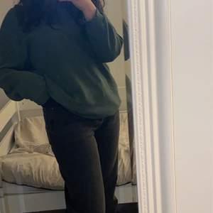 Säljer mina nya levis jeans, (ribcage straight) i storlek 29/29 då dom var lite för stora på mig. Användt Max 4 gånger så helt nya. Köpt för 1200 och säljer för 600kr exkl. frakt. Kom privat för frågor och buda privat💞