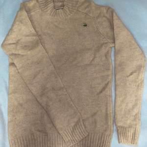 En stickade tröja från G-STAR                                          Helt ny och oanvänd.                                                                      Frakt tillkommer!