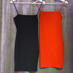 Svart och röd klänning i tajt passform. Båda för 150. 1 klänning styck för 80kr. Hämtas i Norrköping eller fraktas, vid frakt står du för frakt summan. Postar med video bevis.  Garanterar en snabb och pålitlig affär🤍
