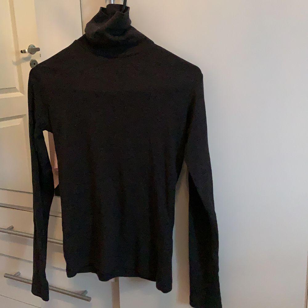 En grå tröja från Åhléns, skriv vid intresse! . Tröjor & Koftor.